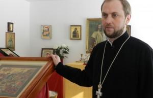 Abt Daniil Irbits in der Hauskapelle in Götschendorf. Dort wird im Mai auch das orthodoxe Osterfest gefeiert. [KT_CREDIT] FOTO: Carla Kniestedt